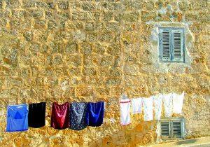 洗濯物を干してある画像