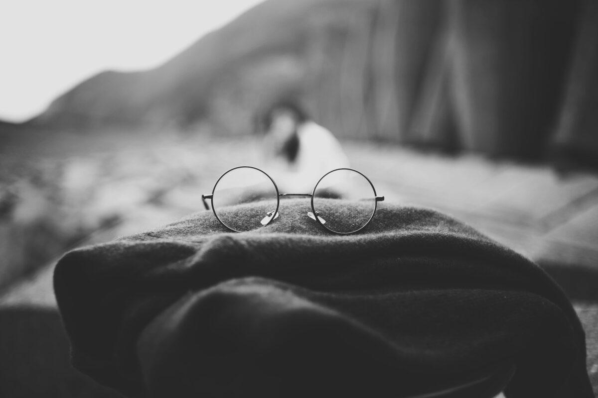 ジョン・レノン・丸いメガネの画像