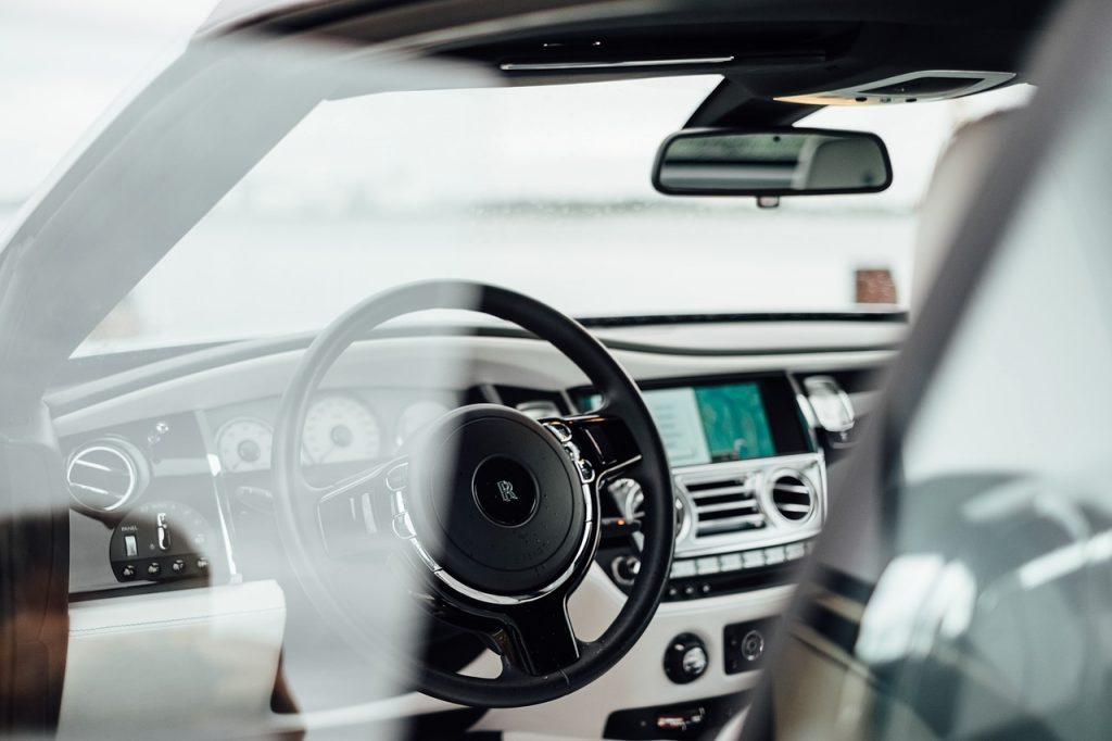 自動車の運転席・ダッシュボード