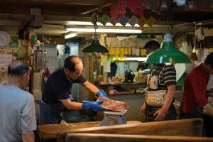 市場の鮮魚店