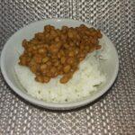 納豆に砂糖入れるって常識じゃん。