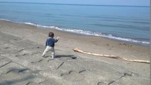 息子1歳、海