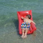 夏の海と子ども
