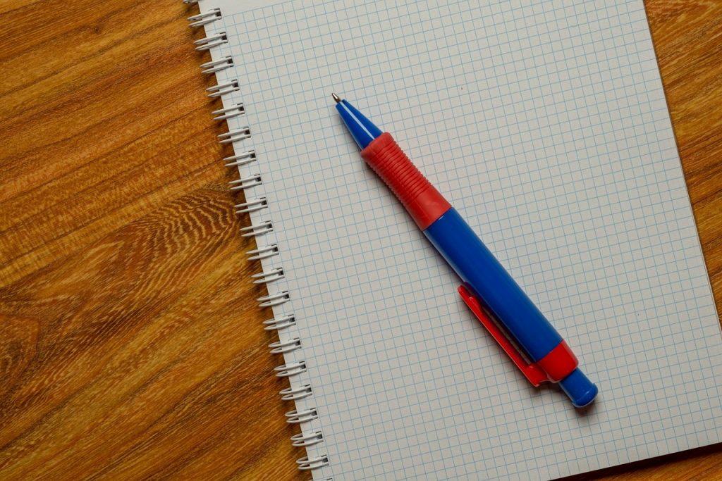 勉強道具の紙とペン