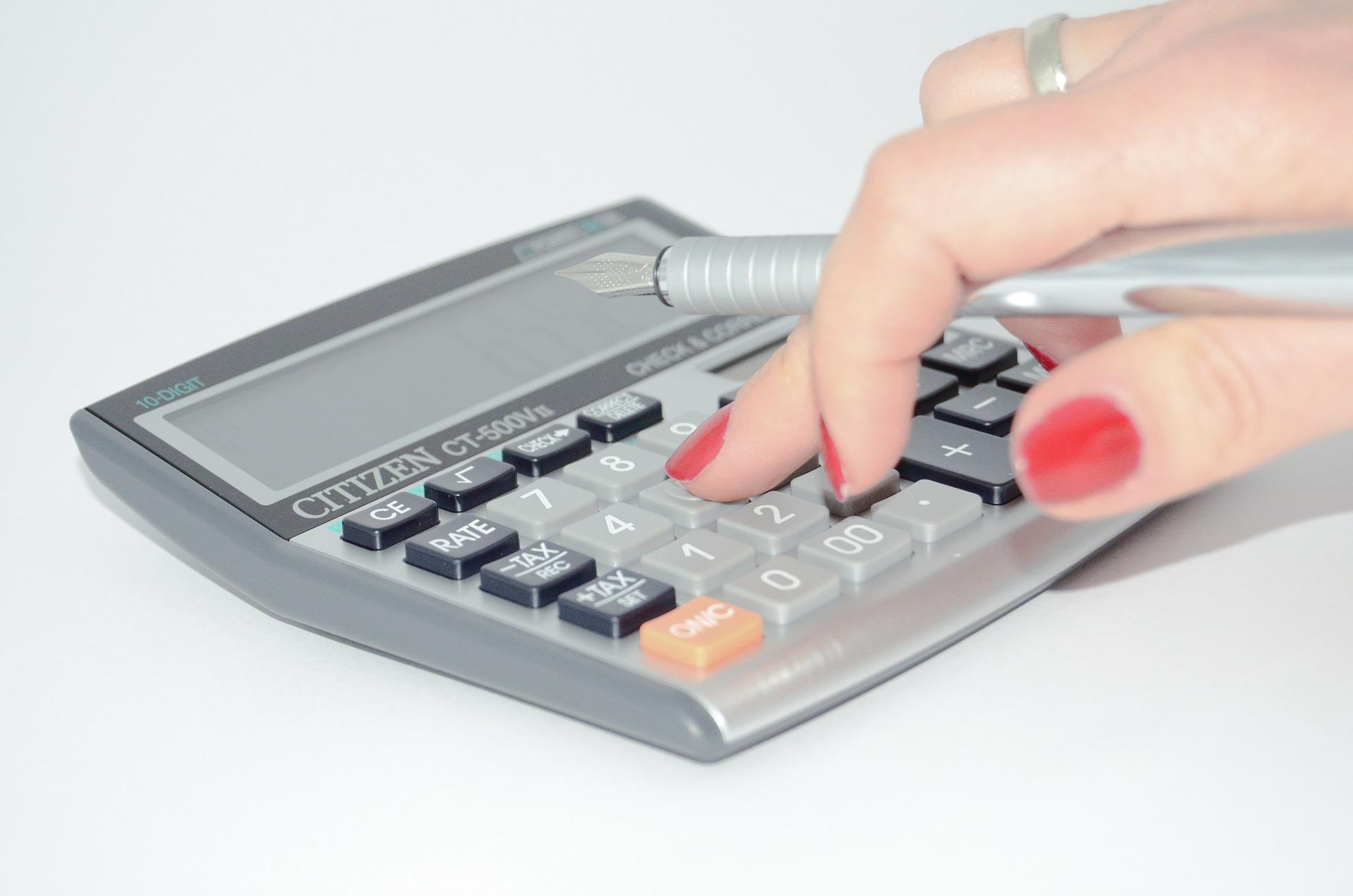 保育料を計算する人
