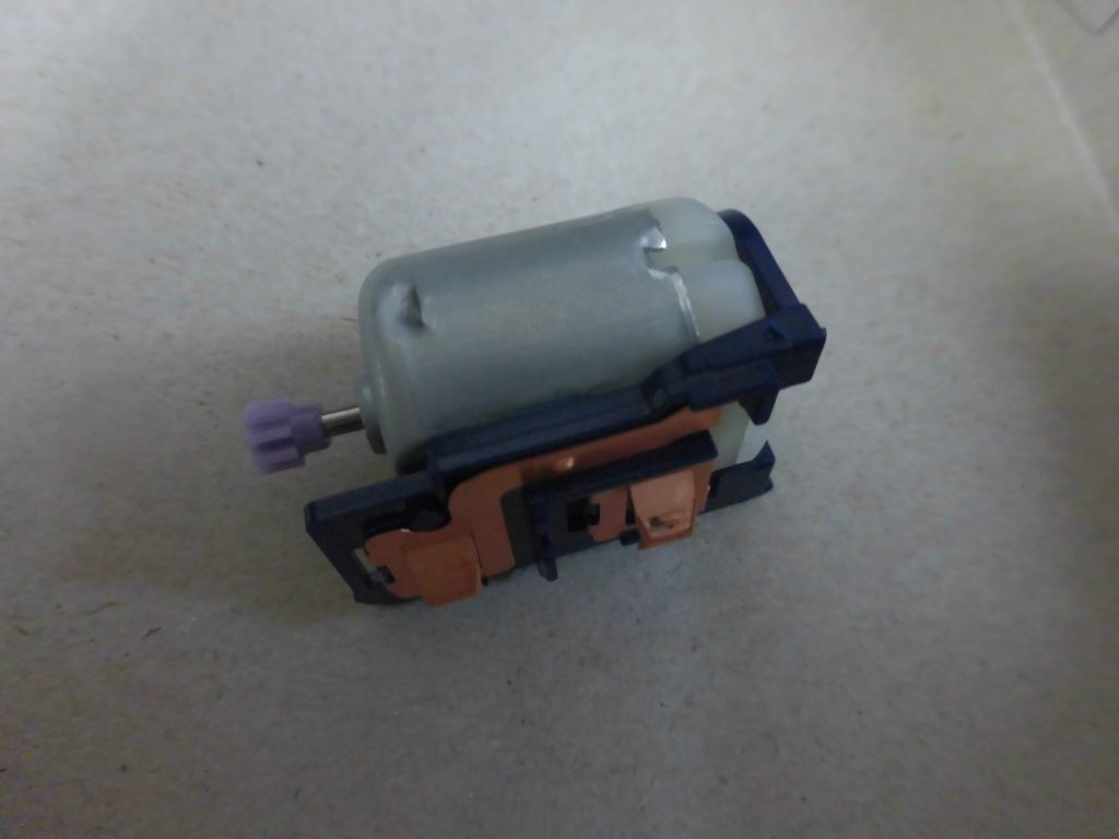 ミニ四駆のモーター部分を組立てた画像