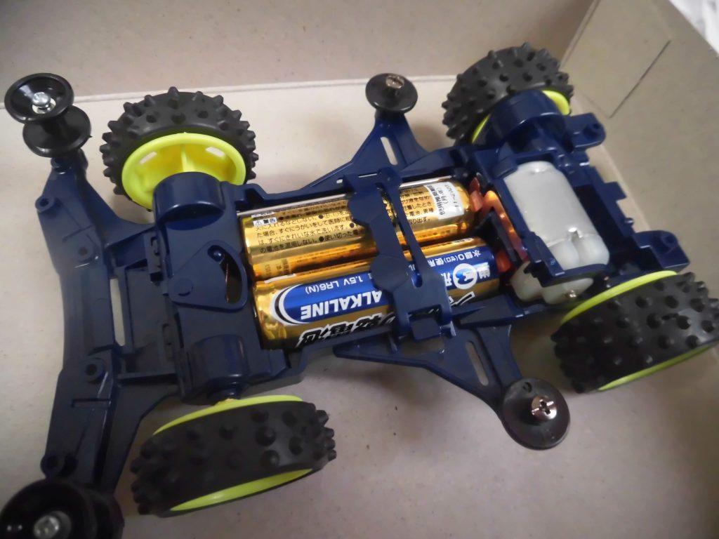 ミニ四駆のシャーシが完成・電池セット