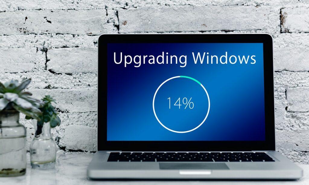 Windows10へのアップグレードをしているPCのイメージ画像
