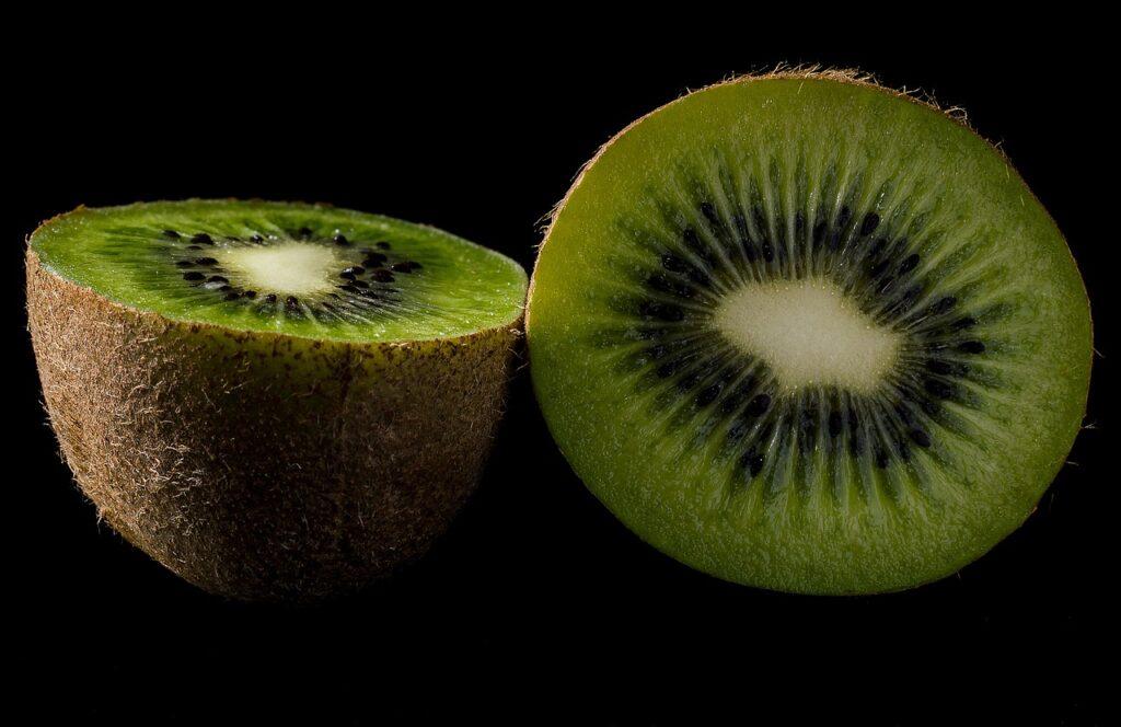 キウイフルーツの画像・グリーン
