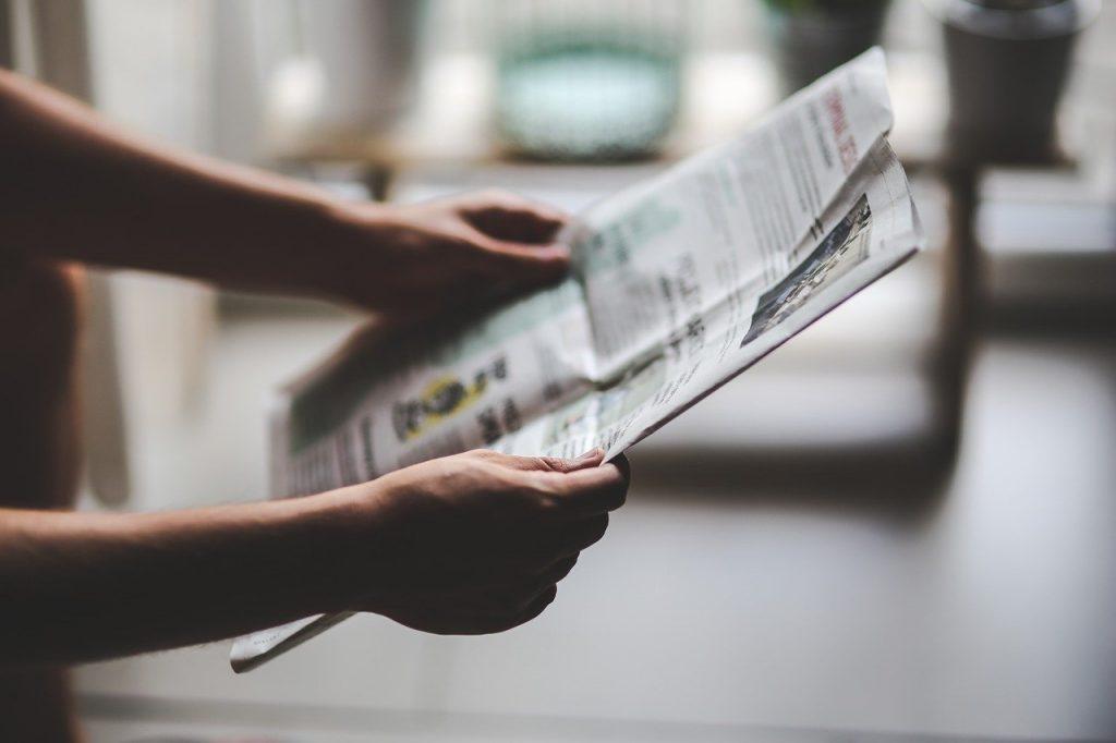 新聞を持つ・出来事のイメージ