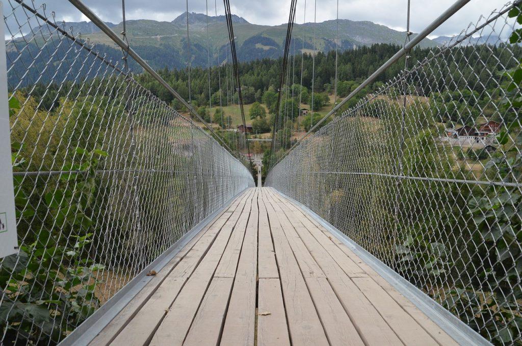 吊り橋のイメージ画像